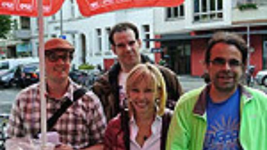 Doris Schröder-Köpf am Infostand des SPD-Ortsvereins Südstadt-Bult