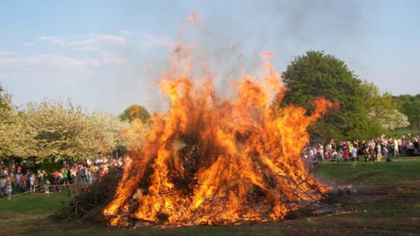 Osterfeuer auf der Bult