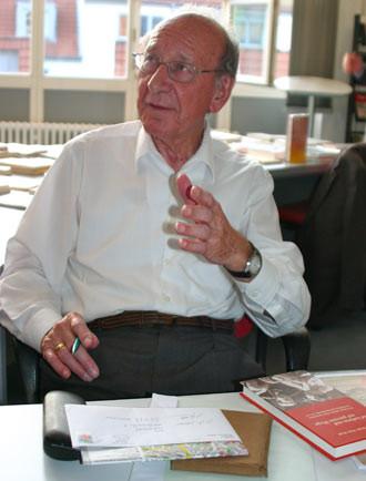 Peter Wald bei einer Lesung im Stadtarchiv in Hannover im Mai 2014, Foto: lopo
