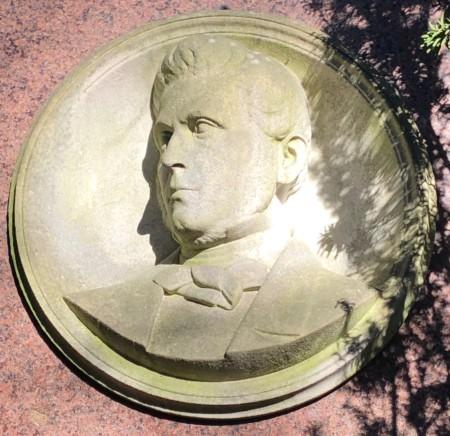 Porträt Heinrich Tieste  Stadtfriedhof Engesohde Feld 28B Nr. 11A/B